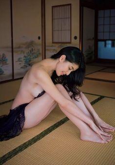 Manami Hashimoto ( Magazine - Flash/フラッシュ 31/03/2015 ) :  http://passion-nippones.eklablog.net/hot-idol-session-flash-31-03-2015-a115054060