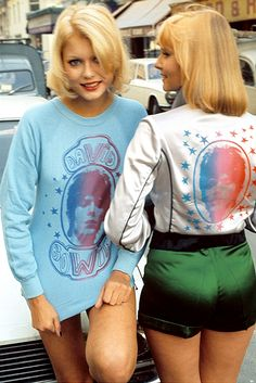 We were both Bowie Groupies (fans).Love these shirts! I hate to admit it but my sister introduced me to Bowie but she knew nothing about Punk Rock. 70s Mode, Retro Mode, Vintage Mode, 60s And 70s Fashion, Look Fashion, Retro Fashion, Vintage Fashion, Bad Fashion, Moda Retro