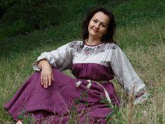 """Купить Платье с вышивкой """"Виноград"""" по горловине - брусничный, одежда из льна, льняное платье, народная одежда"""