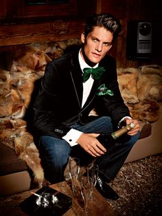 Emerald for Mens Velvet tux coat = really cool outfit. Emerald for Mens Green Satin Velvet Bow Tie, Velvet Blazer, Velvet Jacket, Gents Fashion, Timeless Fashion, High Fashion, Holiday Suits, Best Shopping Sites, New Years Eve Outfits