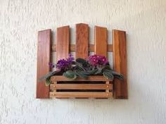 Imagem relacionada  #palets #pallet #palet #diy #macetero #maceta Small Wood Projects, Pallet Projects, Woodworking Projects, Projects To Try, Wood Vase, Wood Planters, Wood Crafts, Diy And Crafts, Pallet Ideas Easy