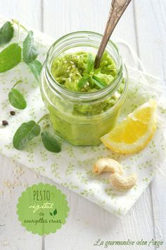 pesto végétal de courgette crue au citron, basilique et noix de cajou