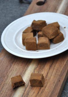 HIMMELSKE LAKRISKUBER – Linn Food And Drink, Candy, Chocolate, Baking, Bakken, Chocolates, Sweets, Backen, Candy Bars