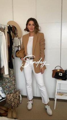 So, never downplay the necessity of stylish fashion choices. Beige Blazer Outfit, Blazer Outfits Casual, Blazer Outfits For Women, Look Blazer, Classy Outfits, Outfits Jeans, Camel Blazer, Zara Blazer, Blazer Dress