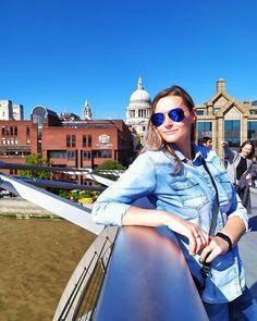 Millennium Bridge - most ten został zniszczony w 2009 roku - na szczęście tylko w filmie Harry Potter i Książę Półkrwi - w jednej z pierwszych scen produkcji w spektakularny sposób Millennium Bridge ląduje na dnie Tamizy. Ciekawostka: - Niektóre stalowe elementy mostu zostały wykonane w polskiej firmie Mostostal Zabrze. Most, Harry Potter, Instagram