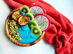 Kick start your day by channeling your inner Ariel with this dazzling Blue Mermaid Smoothie Bowl - made with E3Live Blue Majik, an antioxidant algae.