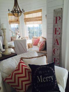 DIY PEACE Christmas Sign
