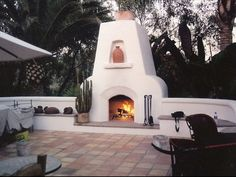"Outstanding ""outdoor kitchen designs layout patio"" information is available on our internet site. Take a look and you wont be sorry you did. Stucco Fireplace, Outdoor Gas Fireplace, Outdoor Fireplace Designs, Outdoor Patio Designs, Backyard Fireplace, Outdoor Kitchen Design, Backyard Ideas, Patio Decks, Outdoor Seating"