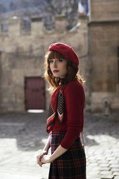 beret and bangs #skirtoutfits