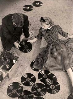 "vinylespassion: ""Martin Munkacsi - Man and woman with records, "" Martin Munkacsi, Gramophone Record, Music Is My Escape, Vinyl Junkies, Record Players, Vintage Vinyl Records, Record Collection, Vintage Pictures, Vintage Photography"