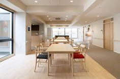 介護付有料老人ホーム あべやま : UMA / design farm Bedroom Divider, Senior Center, Aged Care, Hospital Design, Elderly Care, Assisted Living, Senior Living, Bathroom Layout, Ceiling Design