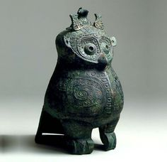 Bronze owl-shaped ritual wine vessel, Shang dynasty (12th-11th Century BC) - Browse past & current exhibitions of ancient Chinese art by Eskenazi | Eskenazi
