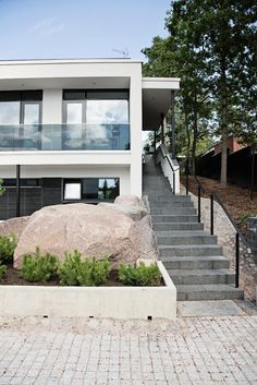 Minimalist yet inviting house design – A House by Joarc Architects House Numbers, Interior Design Studio, Architecture Design, Stairs, Home And Garden, Exterior, House Design, Patio, Outdoor Decor