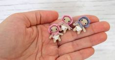 I love miniatures. They are so cute and fun to make. And these tiny babies have become a favorite of mine. Since a lot of people have as...