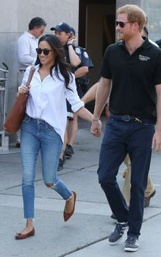27 Sep 2017 - Meghan Markle and Prince Harry hold hands at Invictus Games engagement