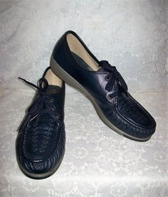 e728757820f Vintage Ladies Navy Leather Oxfords Granny Shoes by Soft Spots Size 9 1 2  Only 11 USD