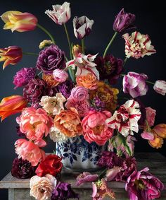 No-one quite captures a vase of flowers with such exuberance as NATASJA SADI Cake maker and decorator from Amsterdam… Flower Petals, Flower Vases, In Remembrance Of Me, Joy Of Living, Raining Outside, Spring Day, Happy Sunday, Flower Power, Floral Arrangements