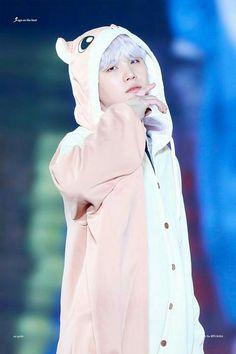 Yoongi in a flying squirrel onesie Bts Suga, Min Yoongi Bts, Hoseok Bts, Bts Bangtan Boy, Foto Bts, Bts Photo, Daegu, Min Yoonji, Bts Aesthetic Pictures