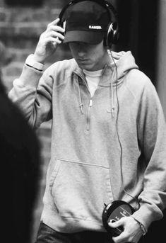 Listen to every Eminem track @ Iomoio Rap God, Eminem Wallpapers, The Eminem Show, Eminem Photos, Eminem Rap, The Real Slim Shady, Eminem Slim Shady, Yelawolf, Best Rapper