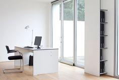 Zestaw mebli biurowych Riva Office dostępny w kolorze białym lub antracyt.