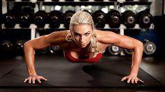 Conheça os melhores exercícios de musculação para treinar o tríceps. Com esses exercícios você faz um treino de tríceps completo.