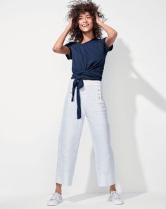 Classic with a twist: the J.Crew women's wrap tee. Pairs perfectly with high-waisted styles. Diana Fashion, Big Fashion, Fashion 2017, Fashion Outfits, Womens Fashion, Preppy Fashion, Casual Street Style, Preppy Style, Casual Chic