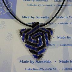 2015-28 - pendentif + cordon - style triangle - tissage peyote - couleur noir bleu et cristal argenté