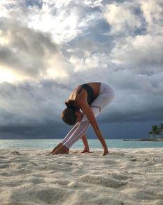 @adellbridges in the #AloYoga Sheila Legging #inspiration #yoga