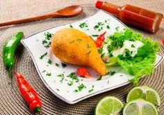 Coxinha de mandioca com grão de bico, carne de sol e requeijão (Coxinha de Boteco).