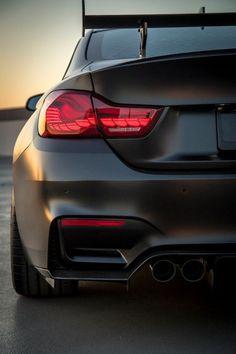 Everybodys all time favorite car the BMW Bmw M4, Suv Bmw, Bmw Cars, Bmw Sport, Sport Cars, Bmw Tuning, Carros Bmw, M4 Gts, Crash Test