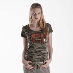 #TShirt #EsercitoSportsWear #Esercito - T-shirt in morbido cotone a stampa mimetica. Lunetta interna con tessuto a contrasto colore. Importante applicazione a petto di pailettes colorate EI (Esercito Italiano). Logo marchio al fondo realizzato con strass e borchiette.