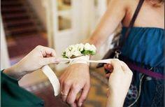 E per tute le spose che amano i bracciali...eccone alcuni, veramente particolari.... Alessandro Tosetti www.tosettisposa.it Www.alessandrotosetti.com #abitidasposa #wedding #weddingdress #tosetti #tosettisposa #nozze #bride #alessandrotosetti