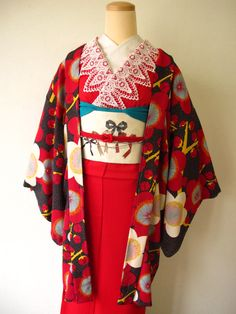 maybe not actual meisen, but retro modern Yukata Kimono, Kimono Japan, Japanese Kimono, Kimono Top, Japanese Outfits, Japanese Fashion, Asian Fashion, Japanese Beauty, Modern Kimono