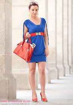SATC 2 Outfits günstig nachgestylt. Heute: Royalblau mit Rot kombinieren