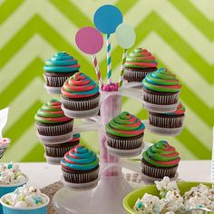 Swirling colors that hypnotize and surprise your guests! This color effect is easy to do using the Color Swirl Decorating Set. The Color Swirl Three-Color coupler design lets you link three bags of icing together and pipe as one!