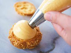 1.予約のとれない洋菓子レッスンが話題! 洋菓子研究家・たけだかおる先生の秘伝レシピを公開2.カスタードクリームよりも濃厚リッチな「ディプロマットクリーム」の作り方3.なめらかなクリームを作るためには「煮上がりの3つの変化」を見逃さないこと! Köstliche Desserts, Delicious Desserts, Yummy Food, Cakes To Make, How To Make Cake, Biscuit Cookies, Cake Cookies, Choux Cream, Cake Recipes