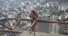Homem Faz Extremo Exercício Físico Em Edifício De 60 Andares Sem Equipamento De Segurança