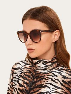 To find out about the Rivet Decor Tortoiseshell Frame Sunglasses at SHEIN, part of our latest Sunglasses ready to shop online today! Latest Sunglasses, Cat Eye Sunglasses, Sunglasses Accessories, Women's Accessories, Acrylic Frames, Sunglass Frames, Lingerie Sleepwear, Tortoise Shell, Metal