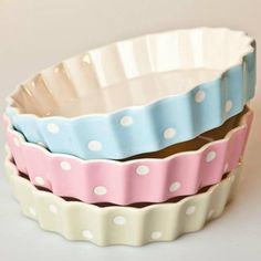 Gisela Graham Ceramic Polka Dot Crimped Oven Dish in pastel Cool Kitchen Gadgets, Kitchen Items, Cool Kitchens, Kitchen Decor, Cocina Shabby Chic, Pastel Kitchen, Gisela Graham, Oven Dishes, Baking Dishes
