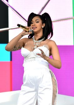 """Cardi B paid homage to Lisa """"Left Eye"""" Lopes of TLC by channeling her look from the """"Dear Lie"""" video with her hairstyle during her set at 2018 Coachella. Mom And Baby, Baby Love, Lisa Left Eye, After Baby, How To Get Sleep, Pregnant Mom, First Time Moms, Baby Hacks, Baby Tips"""