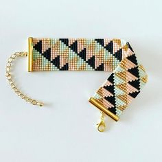 "180 mentions J'aime, 13 commentaires - Caelius (@caelius) sur Instagram : ""Une nouvelle petite manchette pour apporter un peu de couleurs à cette journée…"" Bead Embroidery Jewelry, Beaded Embroidery, Diy And Crafts, Arts And Crafts, Tear, Bijoux Diy, Loom Bracelets, Loom Beading, Seed Beads"