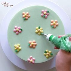 Cake Decorating For Beginners, Creative Cake Decorating, Cake Decorating Videos, Cake Decorating Techniques, Cake Decorating Frosting, Birthday Cake Decorating, Patterned Cake, Beautiful Birthday Cakes, Painted Cakes