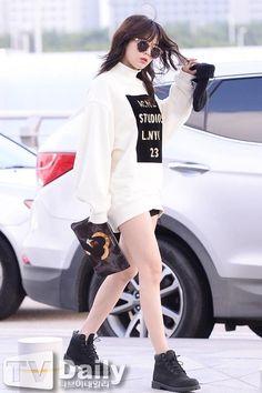 acne studio sweater - 4minute airport fashion