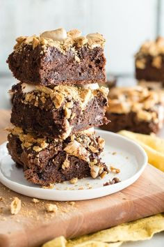 Would you still eat a brownie if you knew it had good for you ingredients in it? How about if I told you there were black beans in the brownie that was topped… Smores Brownies, Cake Brownies, Delicious Desserts, Dessert Recipes, Dessert Ideas, Black Bean Brownies, Truffle Recipe, Brownie Recipes, Chocolate Desserts