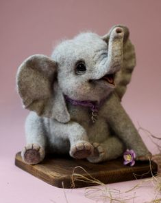 My name is Tatyana. I live in Russia, in the beautiful city of St. Since I engaged in manufacturing animal wool needle felting technique. My love for animals became the main source of my inspiration. Wool Needle Felting, Needle Felting Tutorials, Needle Felted Animals, Wet Felting, Felt Animals, Cute Baby Animals, Felt Baby, Felt Toys, Soft Sculpture