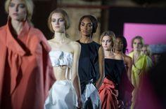 Défilé John Galliano printemps-été 2013 http://www.vogue.fr/mode/inspirations/diaporama/fashion-week-de-paris-les-10-images-du-jour-5/9975/image/623512#defile-john-galliano-printemps-ete-2013