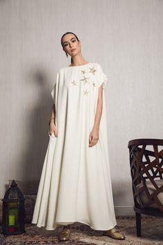 MOUNAY Ramadan dress kaftan off white crepe with gold embroidery stars Mob Dresses, Casual Dresses, Modest Fashion, Fashion Dresses, Arab Fashion, Steampunk Fashion, Gothic Fashion, White Linen Dresses, Caftan Dress