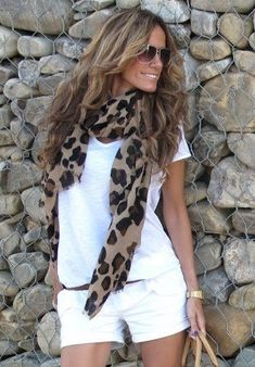 All white everything with a poppin' scarf! Love the leopard. Looks great with that brown hair and golden complexion.I'm thinking Bailey would look great in this outfit Passion For Fashion, Love Fashion, Fashion Beauty, Fashion Looks, Womens Fashion, Fashion Design, Fashion Trends, Emo Fashion, Fashion 2017