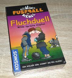"""Ein Kartenspiel von""""KOSMOS"""" heißt """"Die wilden Fussballkerle – Fluchduell"""". KOSMOS bietet neben Spielen auch Produkte in den Kategorien: – Experimentierkästen &#…"""