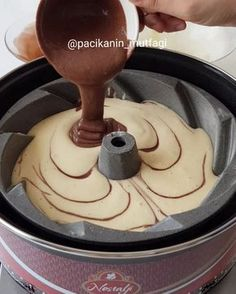 Cake recipe in the pot Cake Blog, Pudding Cake, Cupcakes, Easy Cake Recipes, Kakao, Food Cakes, No Bake Desserts, Cake Decorating, Recipes